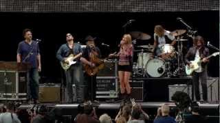 Grace Potter & The Nocturnals, Willie Nelson & Mickey Raphael - Ragged Company (Farm Aid 2012)