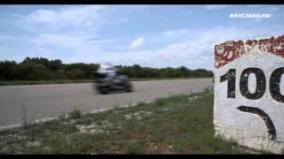 """""""فيديو"""" سباق مثير بين بورش 918 سبايدر ودراجة نارية من نوع ياماها"""