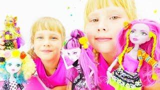 Видео для девочек. Куклы Монстр Хай собираются на дискотеку