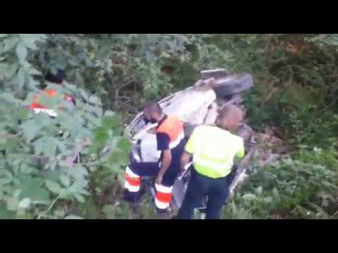Una mujer herida al caer con su coche por un barranco en Cervantes