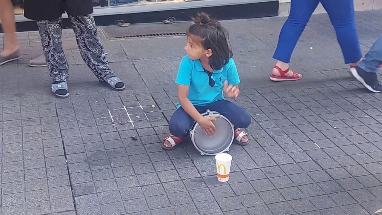 Küçük Kızın Darbuka Şovu ( Dünya Bu Kızı Konusuyor)