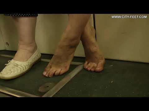 City-Feet.com - A barefoot trip - Valeria [4]