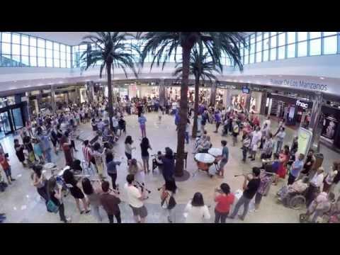 Flashmob en intu Asturias para celebrar el inicio de Septiembre Fest