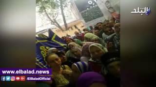 تكدس المواطنين أمام بنك الإسكان والتعمير لحجز شقق «مدينتي».. صور وفيديو