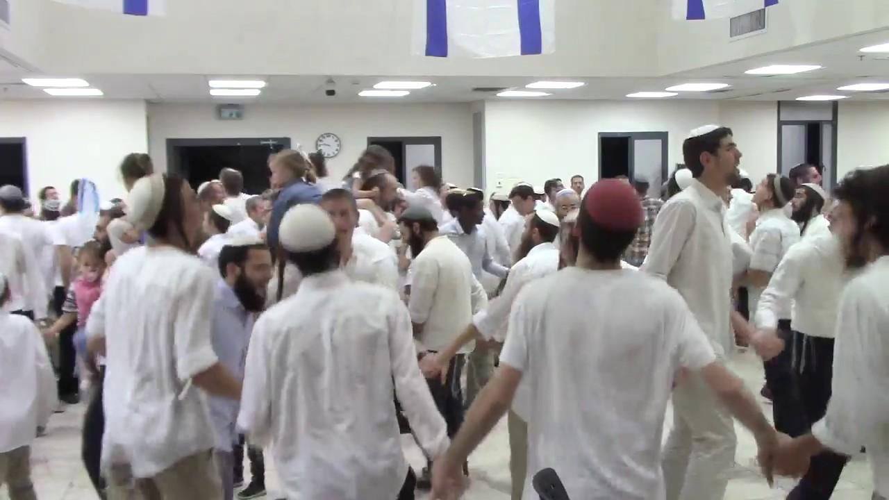 ריקודים יום העצמאות ה70  - בישיבת רמת גן