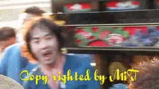 2008/10/16 川入り時に盛り上がって秋川雅史氏と自治会みんなで伊勢音頭.