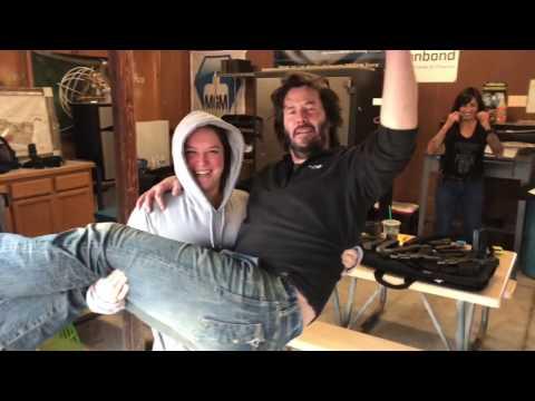 The Loon picks up Keanu Reeves💪🏻🙄