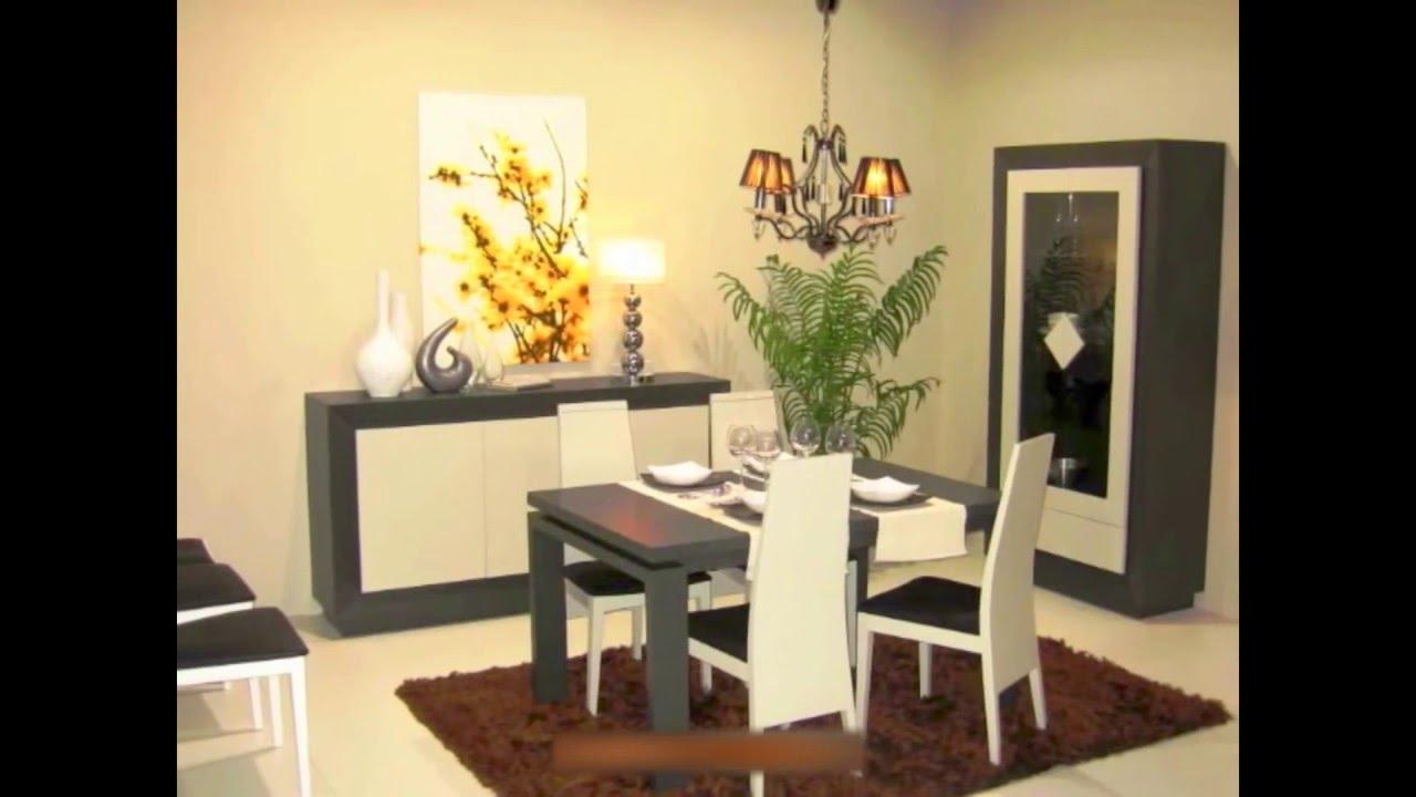 Vitrina y aparador con mesa de comedor y sillas para sal n for Muebles aparadores modernos