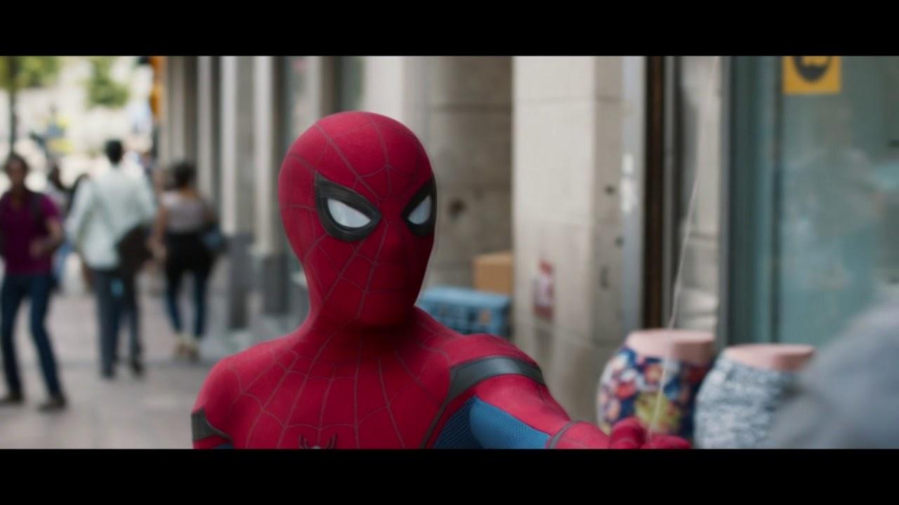 Питер Паркер(Человек-паук) помогает людям после школы ...