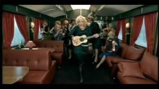 Glukoza, as Marilyn, sings