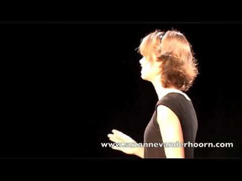 'Painting Her Portrait' --- Suzanne van der Hoorn