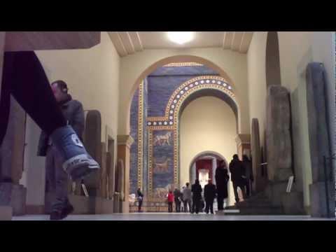 Pergamon Museum - der Pergamon Altar und die Mauern von Babylon - Berlin -  gesehen von Thilo