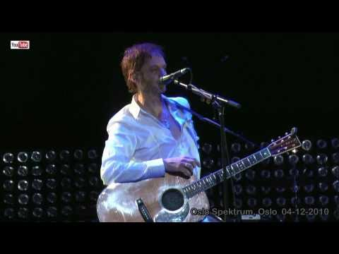 a-ha live - Chatting to the crowd (HD) - Oslo Spektrum 04-12-2010