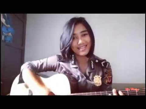 Polwan Cantik Adilla Nyanyi Lagu