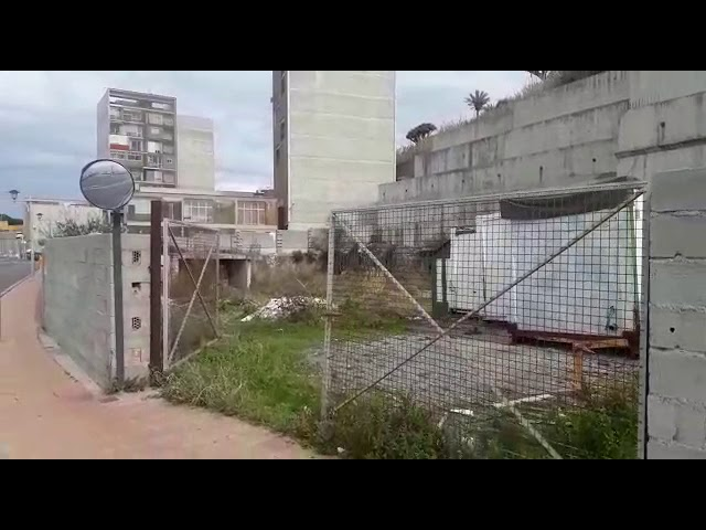 Un vertedero donde debería haber 41 VPO junto a las torres del Hacho