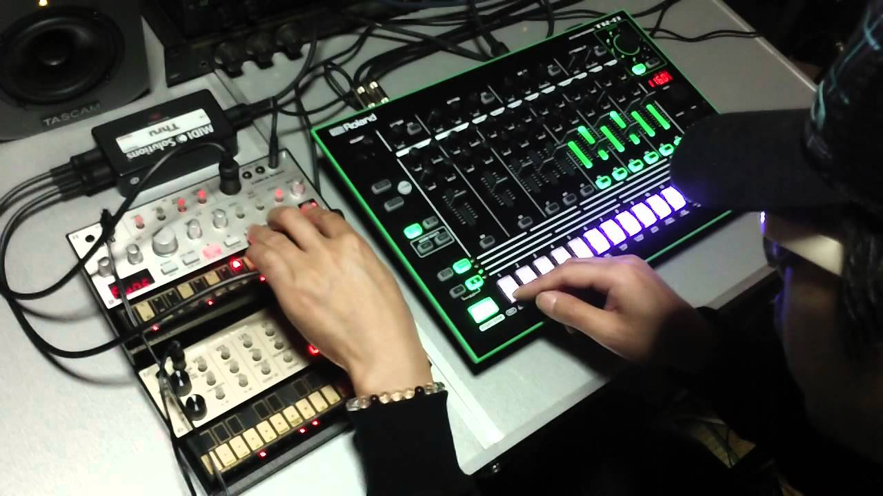 roland aira tr 8 volca bass volca keys ambient house youtube. Black Bedroom Furniture Sets. Home Design Ideas