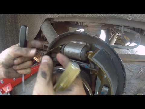 Замена задних тормозных колодок и барабанов FORD TRANSIT CONNECT