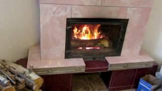 видео Камин с водяным и воздушным контуром отопления дома схема