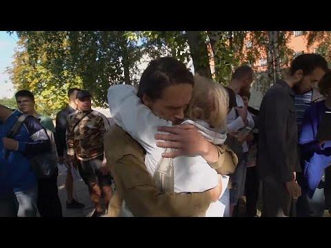 شاهد: سلطات بيلاروس تطلق سراح 1000 متظاهر معارض