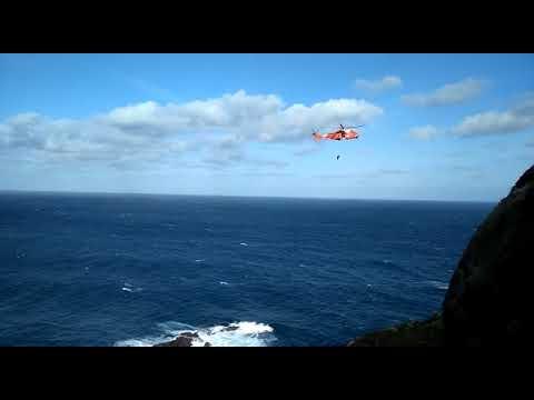Rescate dun percebeiro na Punta da Buitra-Muxía