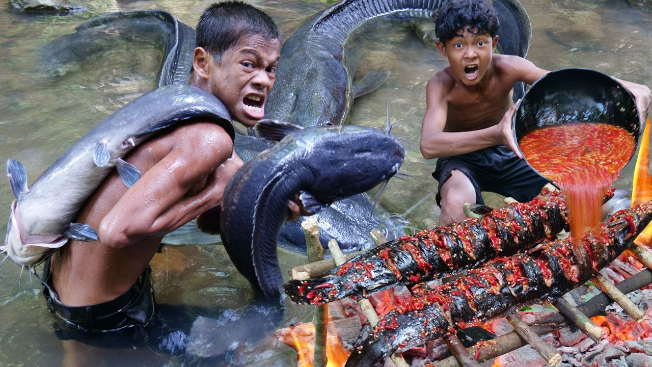Primitive Technology - Cooking Biggest Fish Recipe - Eating Delicious