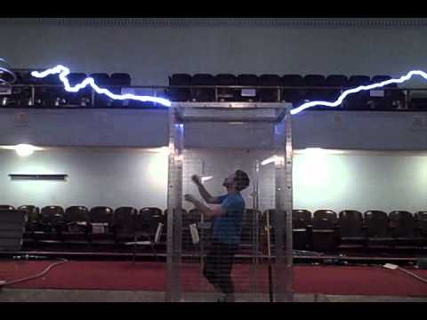 VIDEO: Tesla Orchestra Bach Fugue Lightning Bolt Demonstration