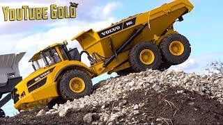 YouTube GOLD - BATTLE of the HOE'S - A GOLDEN SMILE (s2 e26) Mini Gold Mining | RC ADVENTURES