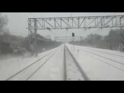 Поезд сбил двух людей