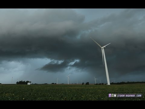 Wind turbine rotates to face a storm (timelapse with sound)