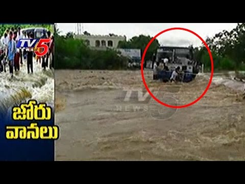Bus Stuck In Floods After Engine Fails   Guntur   Rains In AP & Telangana   Telugu News   TV5 News