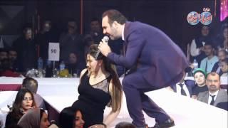 أخبار اليوم | جميلات مصر تلتقط الصور التذكارية مع وائل الجسار في حفل رأس السنة 2017