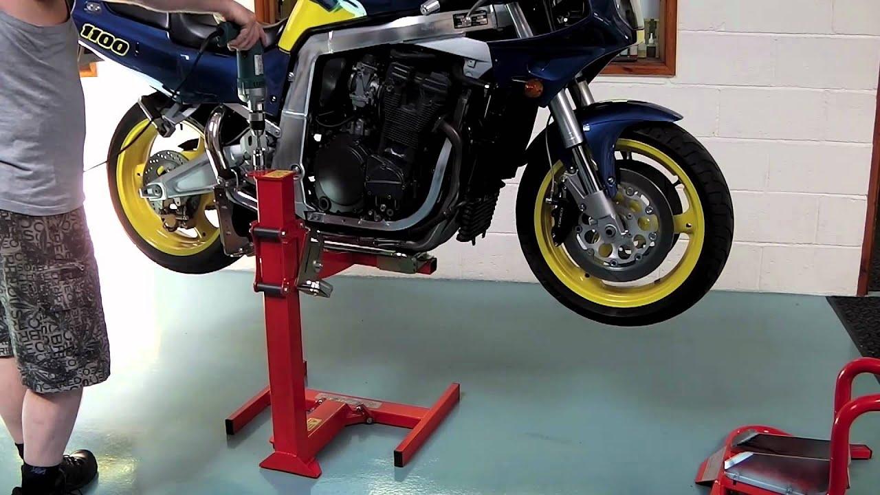 Suzuki Gsxr 1100 On The Eazyrizer Red Motorcycle Lift