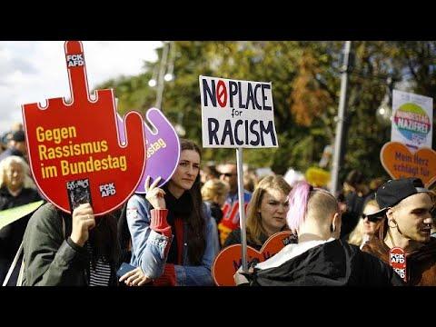 euronews (in Italiano): Germania: martedì l'ingresso dell'Afd al Bundestag, in migliaia protestano a Berlino