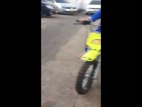Empinado com moto Pro Tork TR 50 F Parte 1