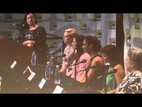 Kathy Bates On Wrestling James Caan - Comic-Con #SDCC