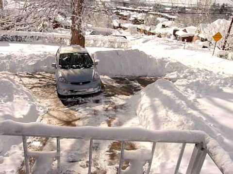 Honda fit 2008 buried in snow 2010 youtube for Honda fit in snow