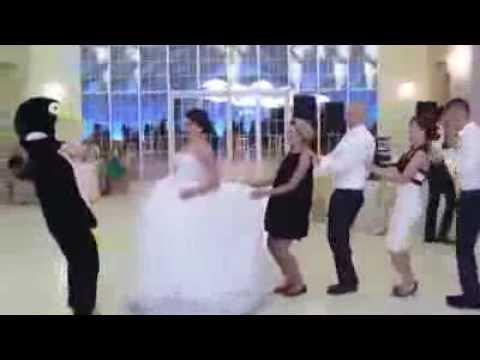 Düğünlerin Yeni Trendi Penguen Dansı
