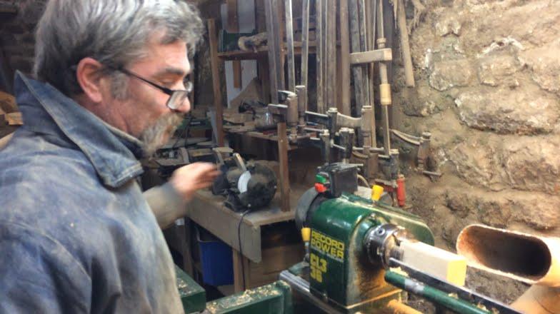 La fabrication d 39 une toupie par un tourneur sur bois youtube - Fabrication d une chaise en bois ...