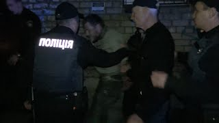 Пятеро пьяниц и вся полиция г.Запорожья(События происходили в г.Запорожье 26.04.2016 около 21.00., 2016-04-27T20:17:56.000Z)