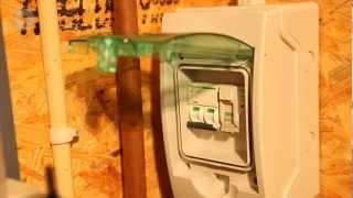 Instructievideo: Aansluiten zonne-energiesysteem op de meterkast (vrije groep in eigen zekeringkast)