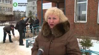 Студенты политехнического техникума провели зимний субботник у библиотеки в Бывалово