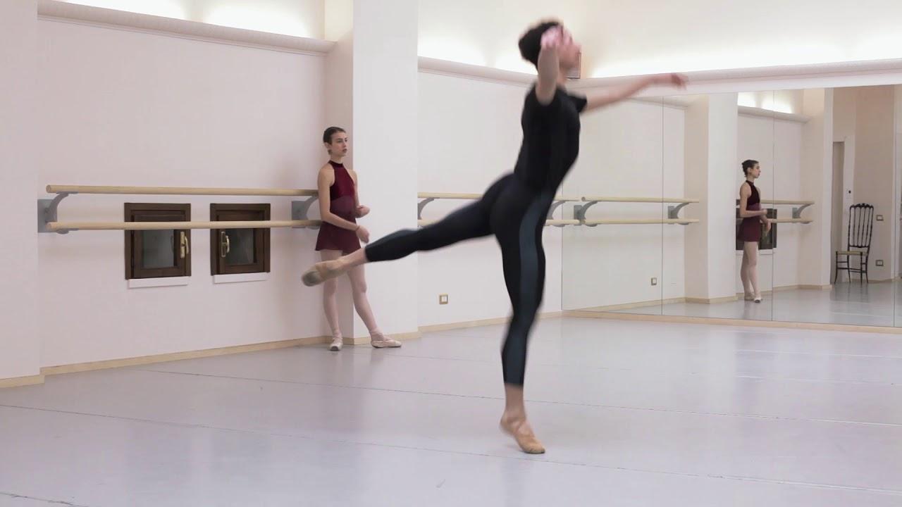 Ballet class Sophie Sarrote , Teatro alla Scala centro1