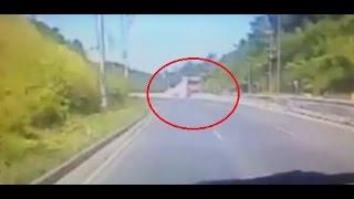 คลิปวินาทีรถเมล์ซิ่งลงเขาพลึงก่อนตกเหว 18 ศพ