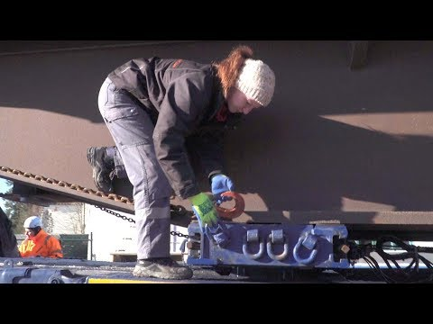 100 Tonnen Brücke - Schwertransport mit Frauenpower - Trucker Babe