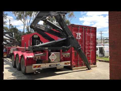 Side loading a 40ft container in less than 25 seconds.