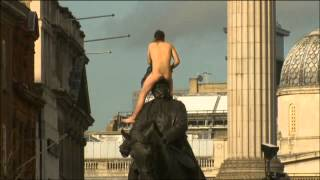 WTF??? Nude man atop statue in London