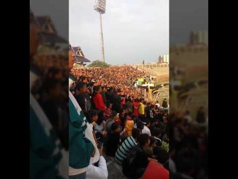 Persip fans dan chant perpisahan untuk Cilacap fans