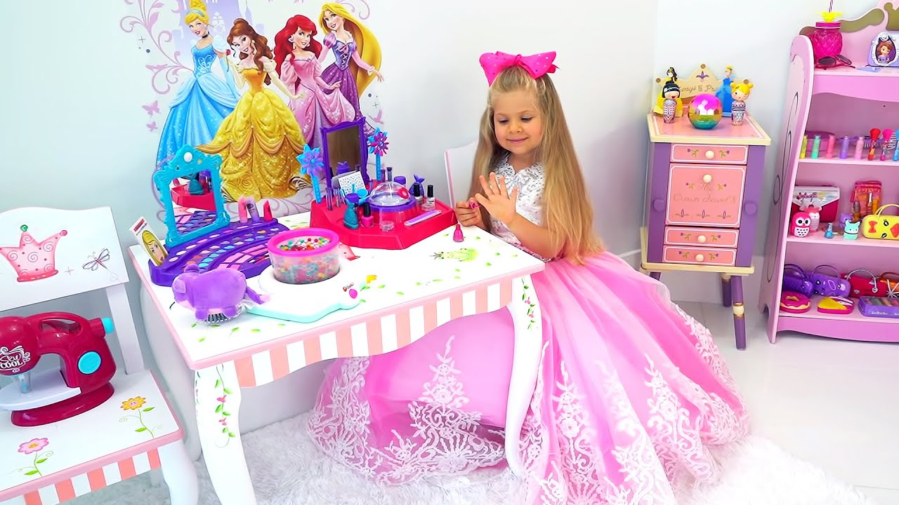 Диана собирается на бал принцесс