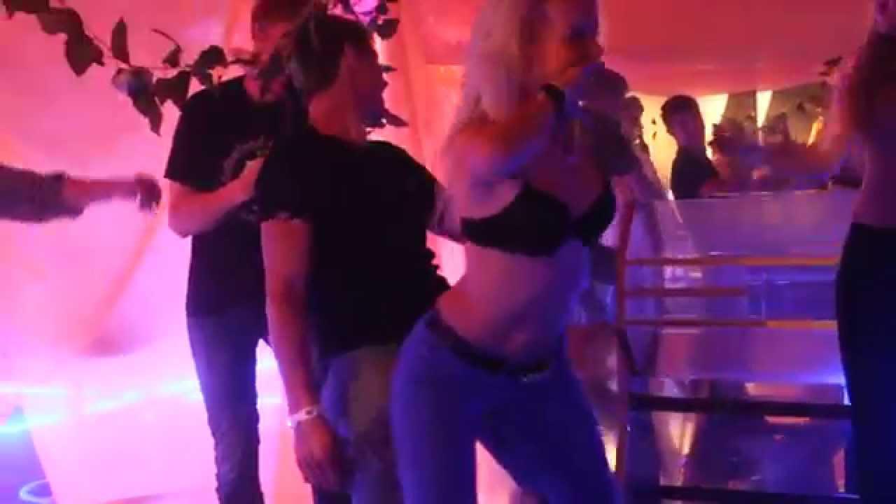 Стриптиз клубы кемерово отпускать в ночной клуб