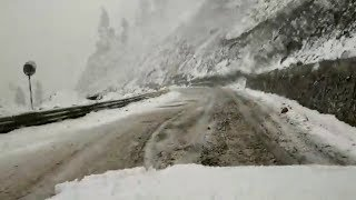 Snowfall forces suspension of traffic on Mughal road